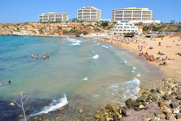 Мальта, пляж Голден Бэй