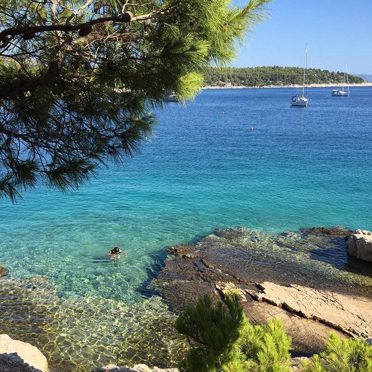 Лучшие пляжи Черногории: каменистый берег Лучице