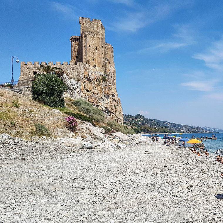 Лучшие пляжи Калабрии: Розето-Капо-Спулико
