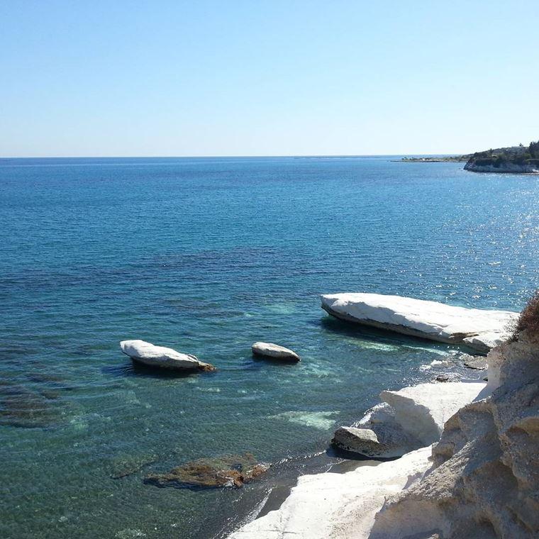 Лучшие пляжи Кипра: каменистый пляж Губернатора