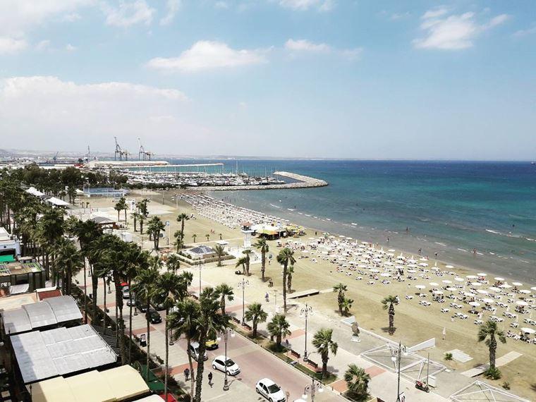 Лучшие пляжи Кипра: береговая линия пляжа Финикудес