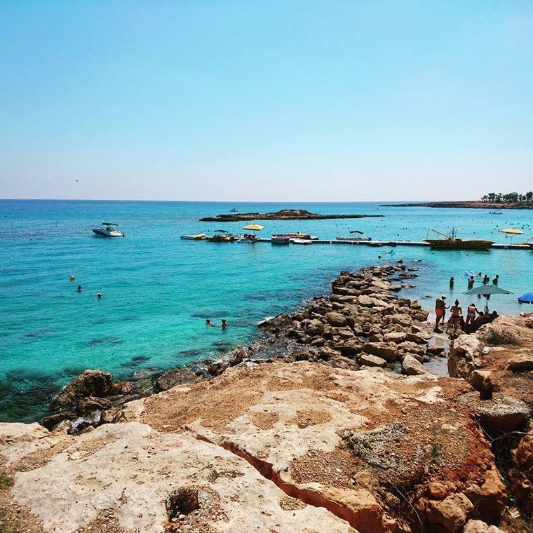 Лучшие пляжи Кипра: каменистый пляж Фиг Три Бэй