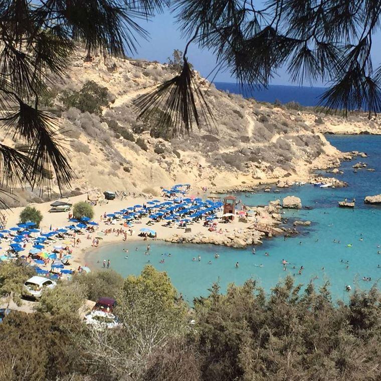 Лучшие пляжи Кипра: песчаный и каменистый пляж Коннос Бэй
