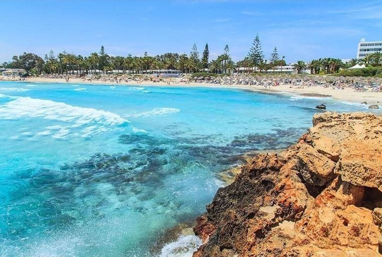 Лучшие пляжи Кипра: бирюзовая вода пляжа Нисси Бич