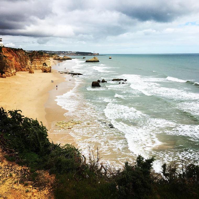 Лучшие пляжи Португалии: Прайя-да-Роша