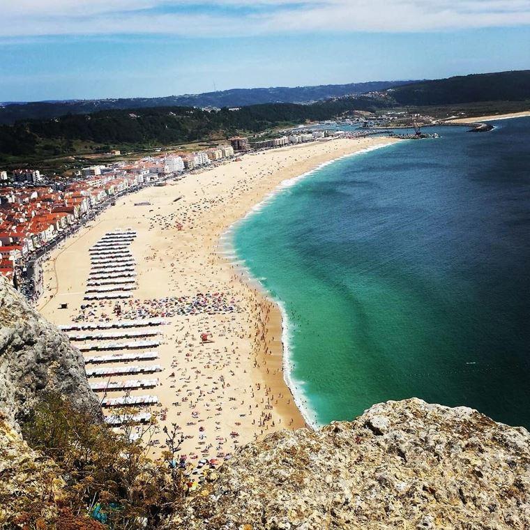 Лучшие пляжи Португалии: Прайа-де-Назаре