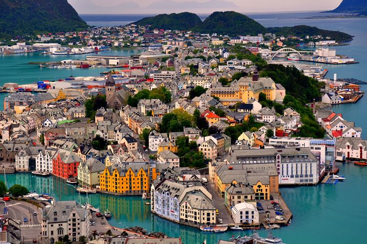 Олесунн (Алесунд) – самый красивый город Норвегии