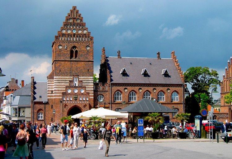 Роскилле – город рок-фестивалей с главным собором страны