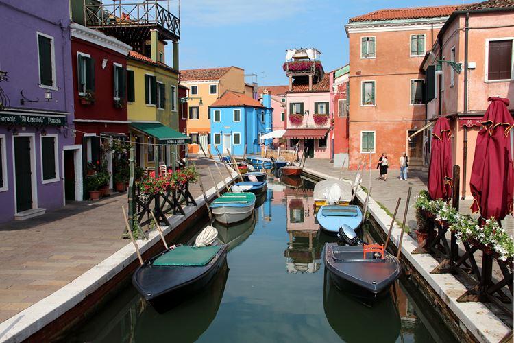 Самые известные и красивые улицы мира - Фондамента-ди-Сан-Мауро на острове Бурано в Венеции (Италия)