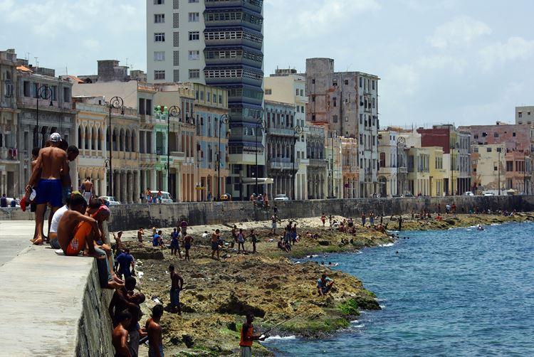 Самые известные и красивые улицы мира - Набережная Малекон в Гаване (Куба)