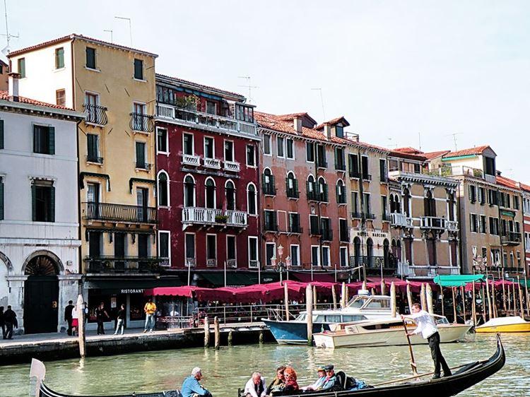 Самые известные и красивые улицы мира - Рива-дель-Ферро в Венеции (Италия)