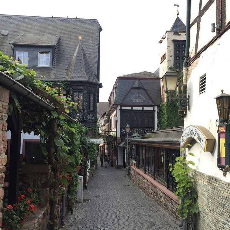 Красивые деревни и маленькие города Германии: Рюдесхайм-ам-Райн
