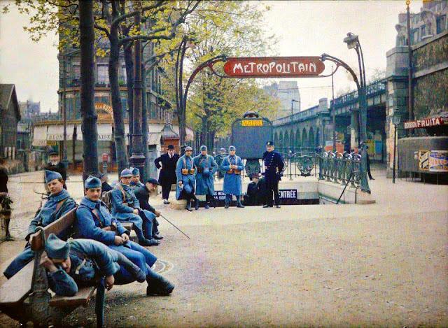 Старый Париж: редкие цветные фото - вход в метро