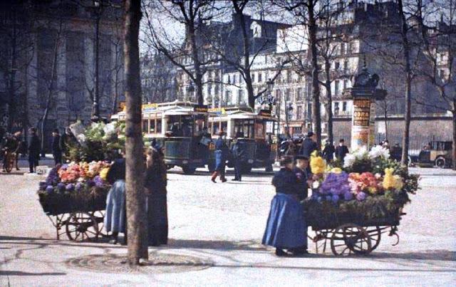 Старый Париж: редкие цветные фото - уличные продавцы цветов
