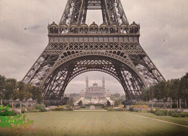 Старый Париж: редкие цветные фото - Марсово поле с Эйфелевой башней