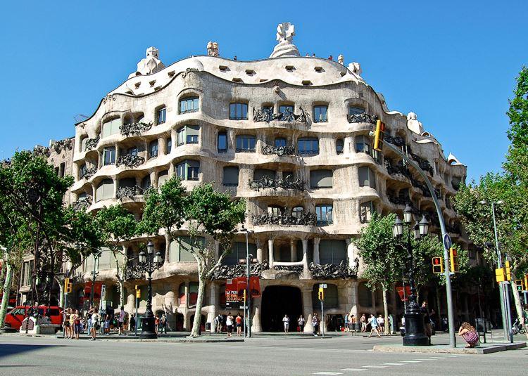 Архитектура Барселоны: Дом Мила