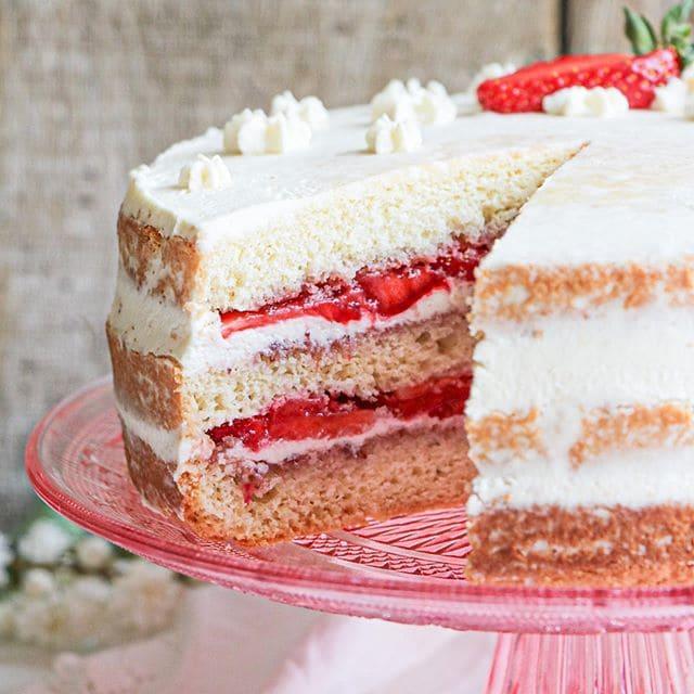 Рецепты простых японских десертов - Шорт кейк или клубничный пирог