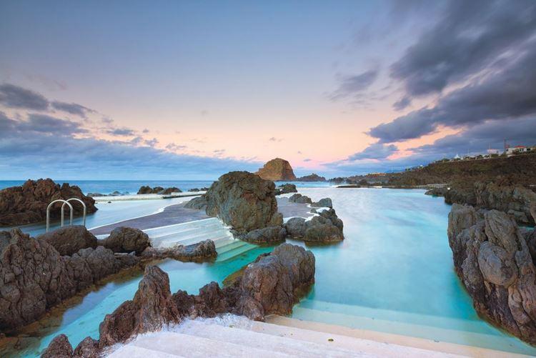 Топ-10 самых красивых природных бассейнов мира - Природный бассейн в Порту-Мониш на Мадейре