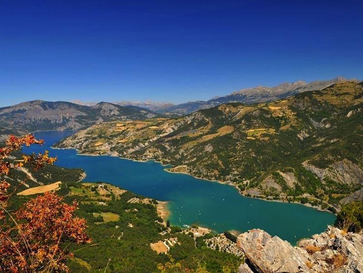 10 самых красивых озёр Франции -