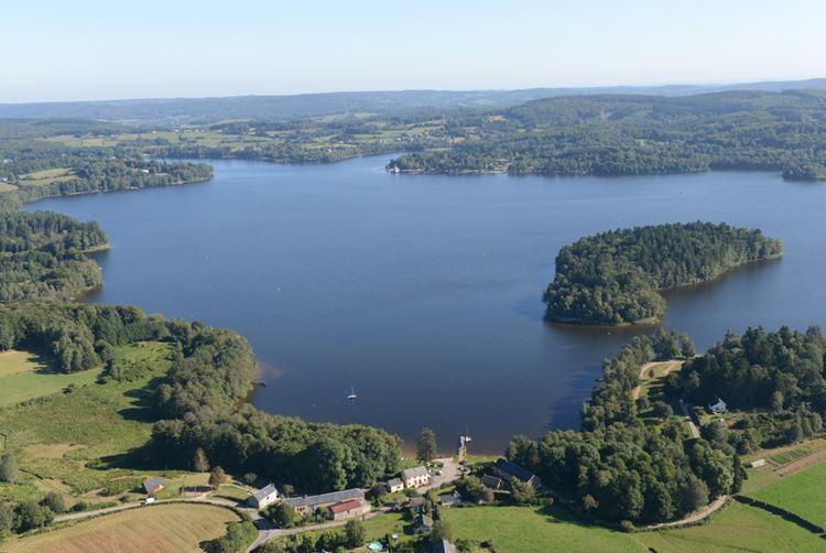 10 самых красивых озёр Франции - Озеро Сетон