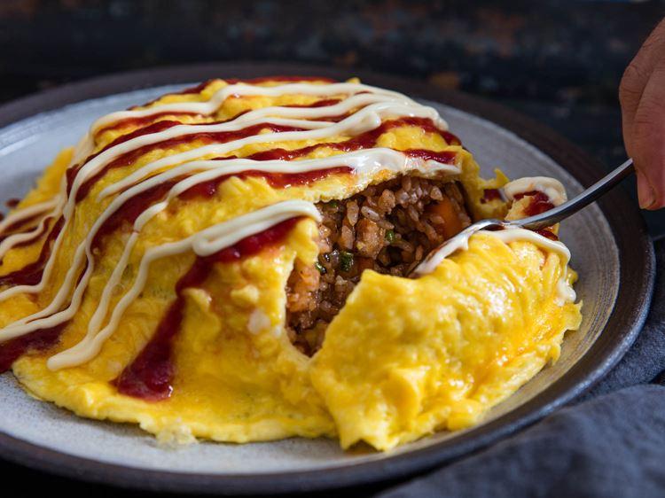 Омурайсу: японский омлет с рисом и курицей