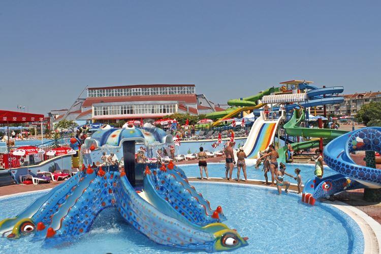 Аквапарки Болгарии: Aqua Planet, Приморско - детский бассейн с маленькими горками