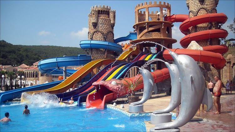 Аквапарки Болгарии: Atlantida, Елените - детский аттракцион-замок с горками