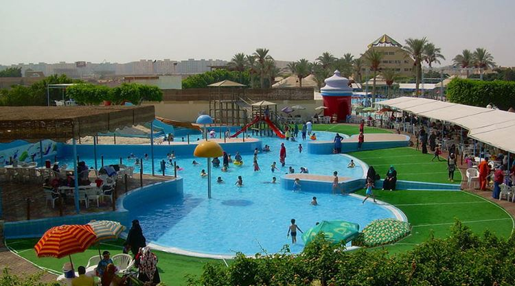 Аквапарки Египта: Crazy Water, Каир - детский бассейн и зеленый газон