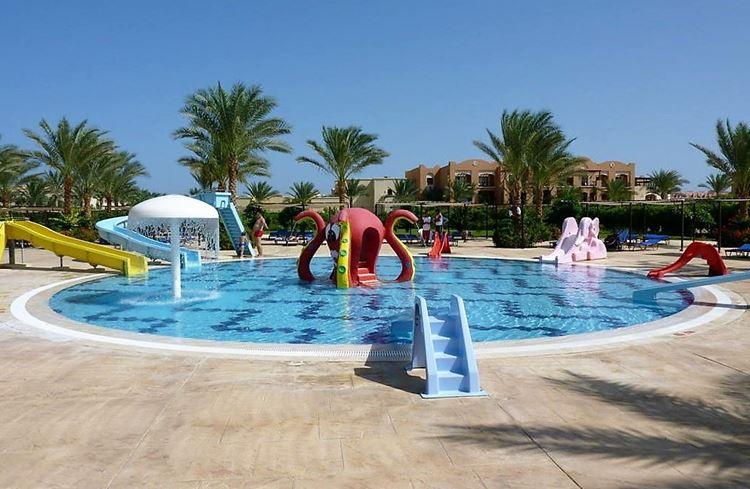 Аквапарки Египта:Aqua Coraya, Марса-эль-Алам - детский бассейн для маленьких с десенками