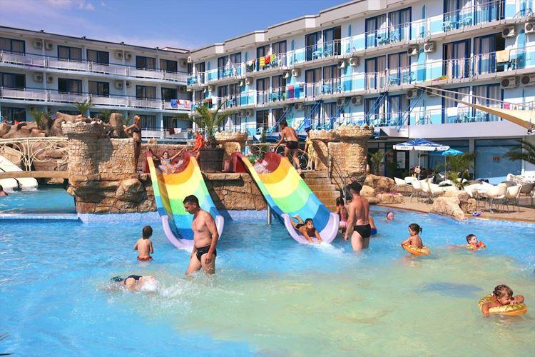 Отели Болгарии с аквапарком и водными горками: Kotva Hotel (Солнечный берег) - детские горки и бассейн