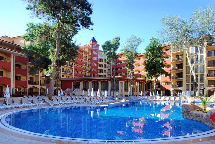 Отели Болгарии с аквапарком и водными горками:  Grifid Hotel Bolero & AquaPark (Варна/Золотые пески) - пустой чистый бассейн
