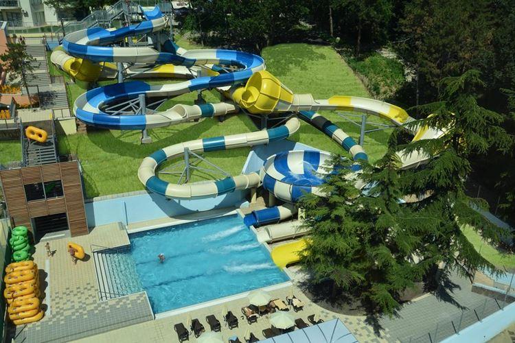 Отели Болгарии с аквапарком и водными горками:  Grifid Hotel Bolero & AquaPark - трубы с маленьким бассейном