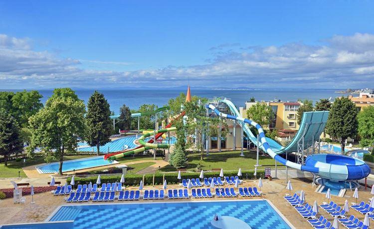 Отели Болгарии с аквапарком и водными горками:  Sol Nessebar Mare Resort & Aquapark - All inclusive - вид на море