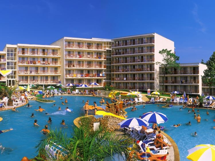 Отели Болгарии с аквапарком и водными горками: Vita Park Hotel - Aqua Park & All Inclusive (Албена), 3 звезды