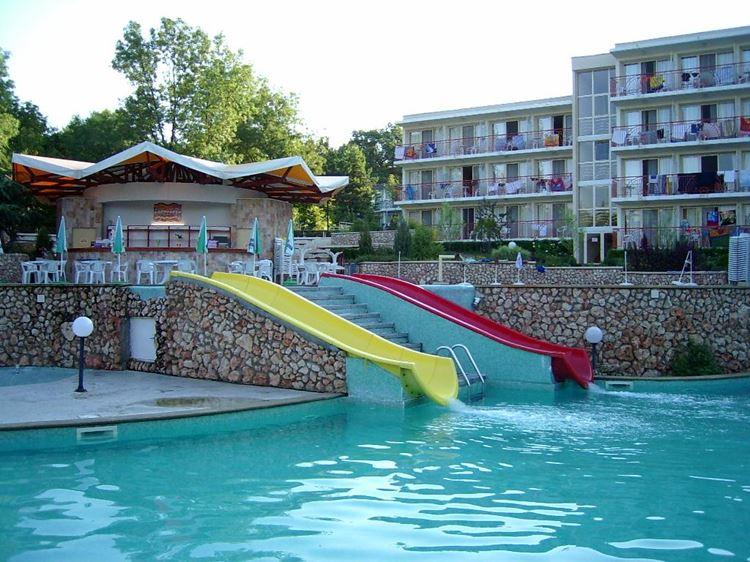 Отели Болгарии с аквапарком и водными горками: Vita Park Hotel - Aqua Park & All Inclusive - бассейн