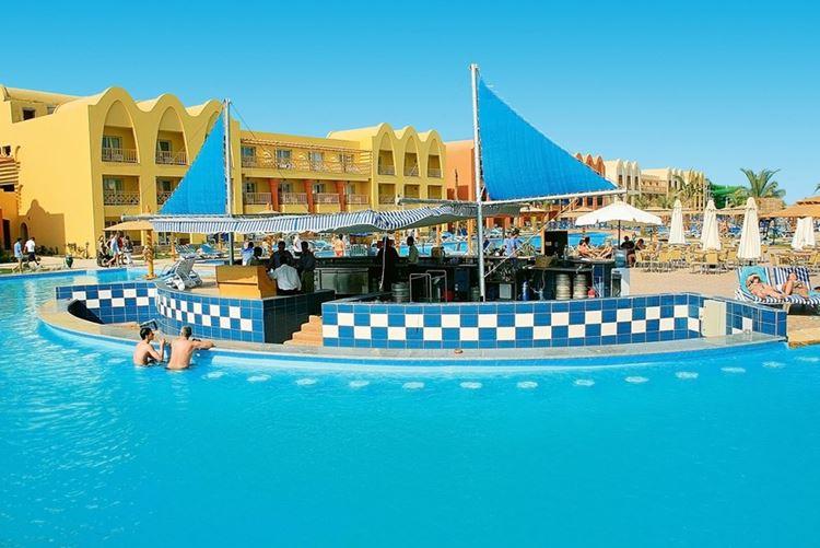 Отели Египта с аквапарком Хургада LTI Titanic Beach Spa And Aqua Park, 5 звёзд