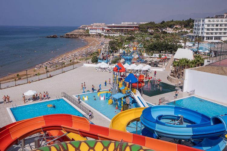 Курортные отели Кипра с аквапарком:  Acapulco Resort Convention SPA Hotel (Кирения) - берег моря с пляжем