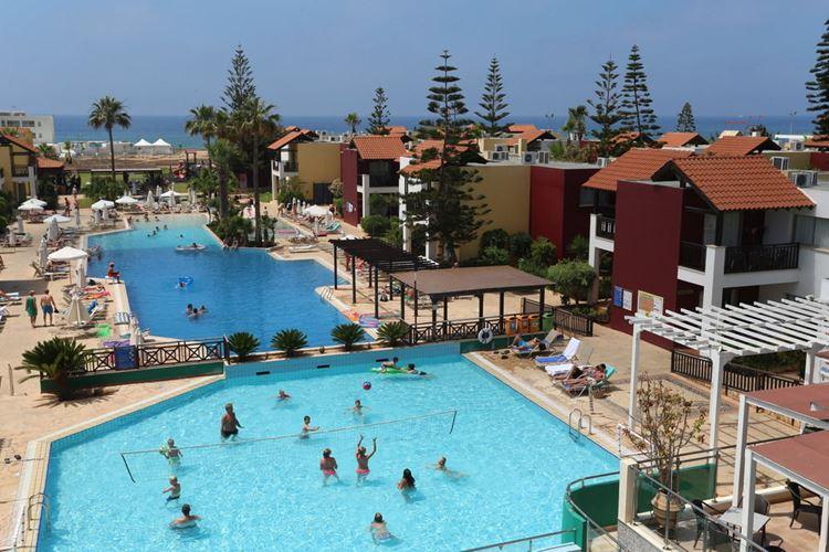 Курортные отели Кипра с аквапарком: Panthea Holiday Village Water Park Resort (Айя-Напа) - детский бассейн