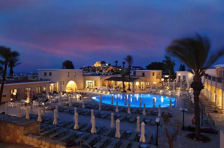 Курортные отели Кипра с аквапарком: St. Elias Resort - Ultra All Inclusive (Протарас) - закатный вид на бассейн