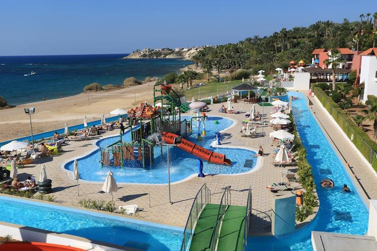 Курортные отели Кипра с аквапарком: Aqua Sol Water Park Resort (Пафос, Корал Бэй) - берег моря с песчаным пляжем