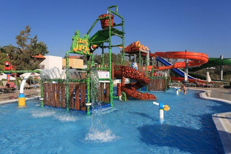 Курортные отели Кипра с аквапарком:  Aqua Sol Water Park Resort 4 звезды - детский бассейн с аттракционом