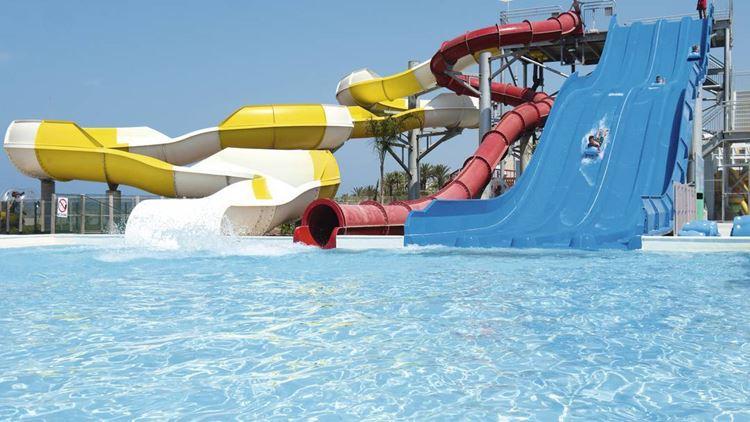 Курортные отели Кипра с аквапарком:  Louis Phaethon Beach Club 4 звезды - чистая вода бассейна с горками