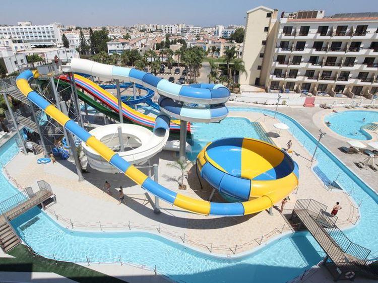 Курортные отели Кипра с аквапарком: Anastasia Beach Hotel (Протарас) - центрифуга и горки