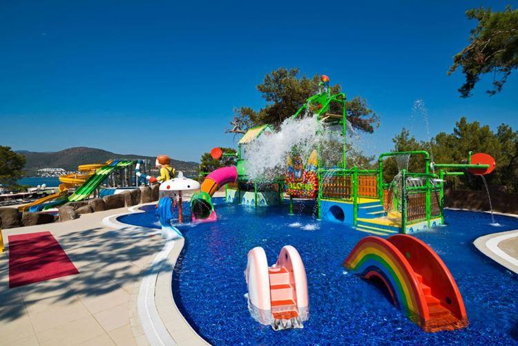 Отель Турции с водными горками Vogue Hotel Bodrum (Торба/Бодрум)