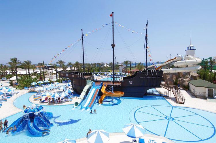 Отель Турции с водными горками Titanic Beach Lara (Лара/Анталья)