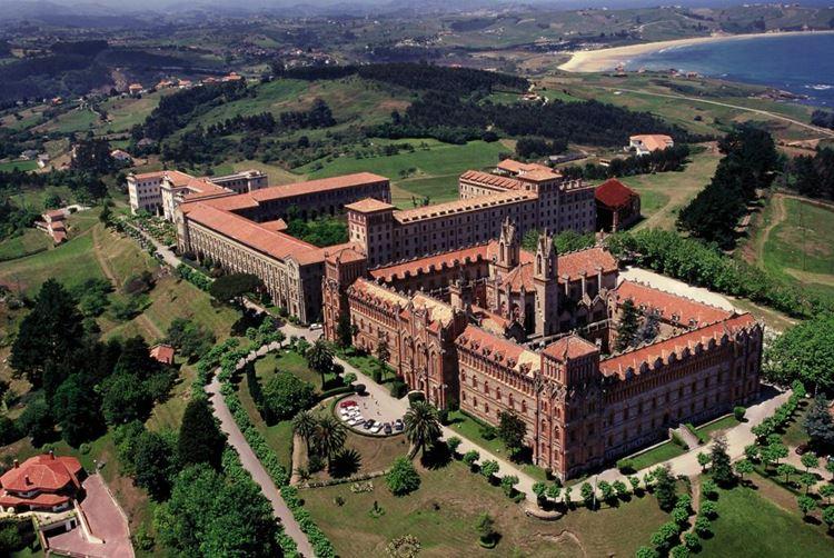 Города Испании на побережье Атлантического океана - Комильяс
