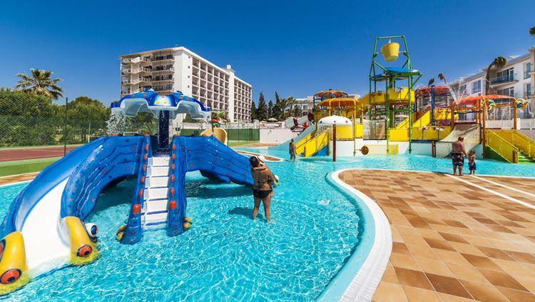 Отель Испании с водными горками Globales Playa Estepona (Эстепона)