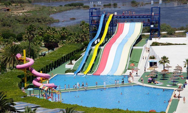 Отель Испании с водными горками Club Mac Alcudia & Waterpark (Пуэрто-де-Алькудиа, Майорка)