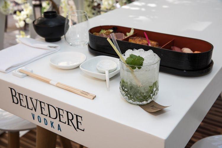 Коктейли и закуски в зимнем саду Belvedere в отеле Le Royal Monceau – Raffles Paris