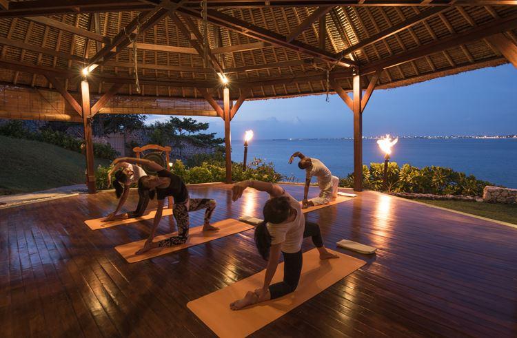 Программа медитаций «Священный сон» в Four Seasons на Бали: занятия йогой